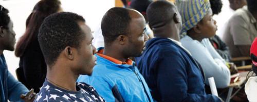 Migrantes haitianos de Talca aprenden español junto a la Universidad Católica del Maule.