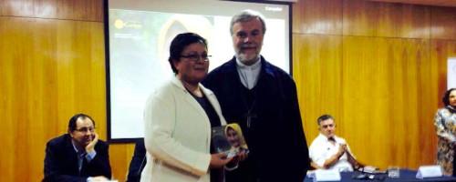 Reconocimiento a Hna. Sonia Salas en lanzamiento de Documento de trabajo de la Comisión Justicia y Paz