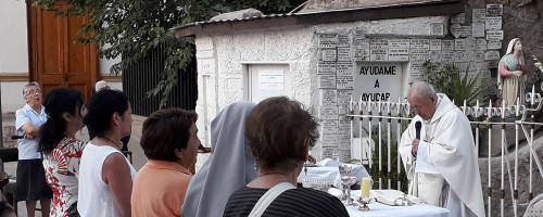 Novena a la Virgen de Lourdes.